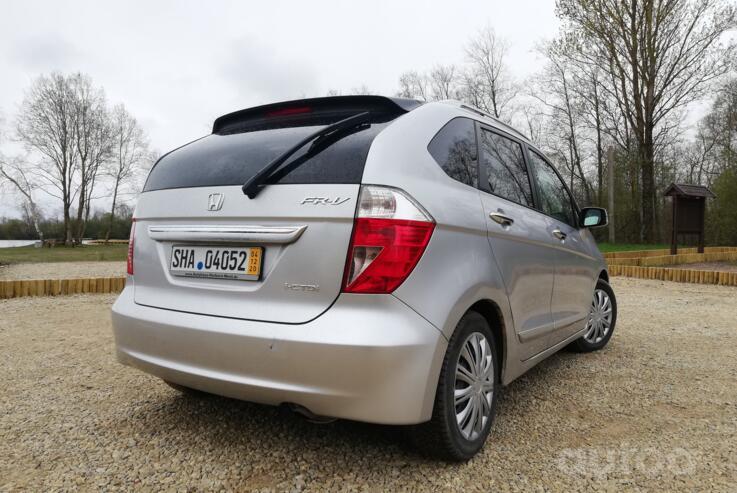 Honda FR-V 1 generation Minivan